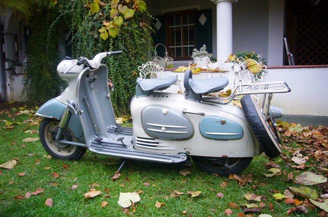 heinkel roller tourist 103a2 1960schuco 110. Black Bedroom Furniture Sets. Home Design Ideas